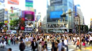 crowd-tilt